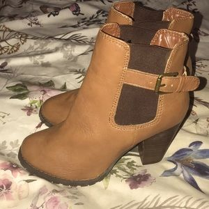 Expression Dylan tan ankle boots 7